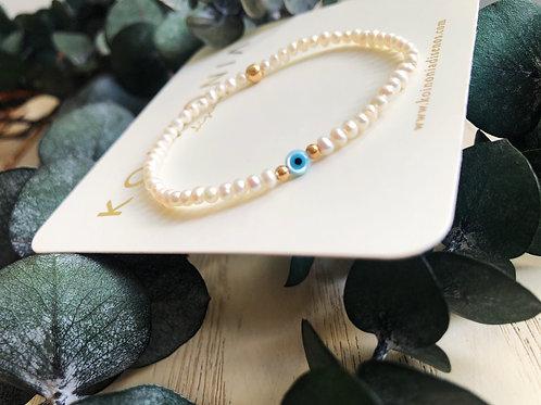 Pulsera de perlas con ojito / Oro laminado 18k