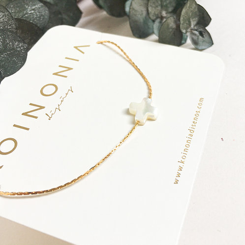 Collar CRUZ MADREPERLA / Oro lamino de 18k