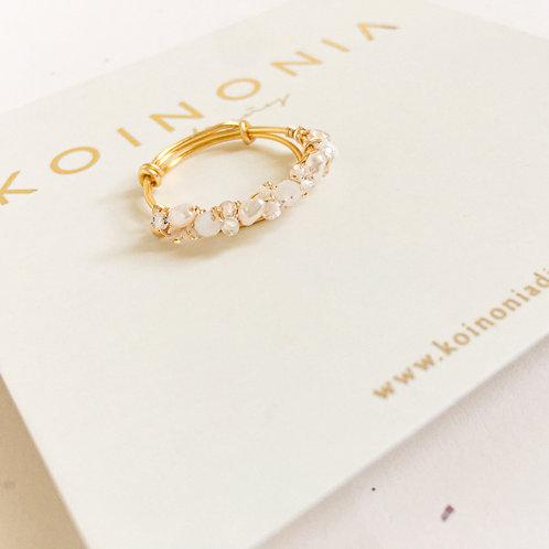 Anillo AJUSTABLE perlas y cuarzos enlazados / Oro laminado