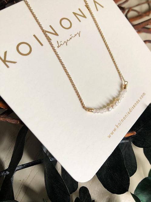 Collar linea de piedras y perlas / Oro laminado 18k