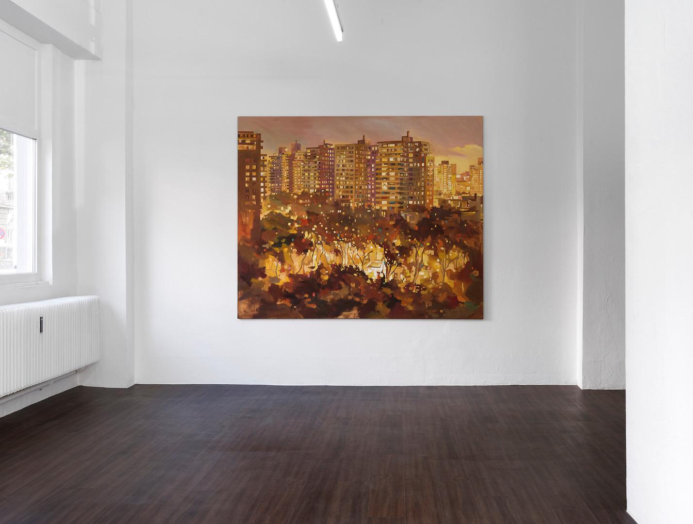 """Ausstellungsansicht """"Eyes wide open"""" in der Kunsthalle Ludwig, Frankfurt: Felix Eckardt tribe 2014 Öl auf Leinwand 190 x 230 cm"""