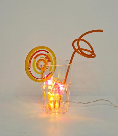 Susanne Rottenbacher Orange Crush 2015 Leuchtdioden, Kunsstoffschachteln, Polycarbonat- Tumblerglas, Acrylglasscheibe mit UV-Direktdruck, PVC Schlauch mit Messingrohr, 75 Ex., 22 x 24 x 9 cm