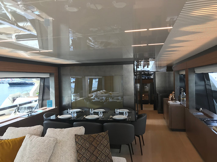 Moderne_Kunst_Modern_Art_Yacht_Cannes_Ya