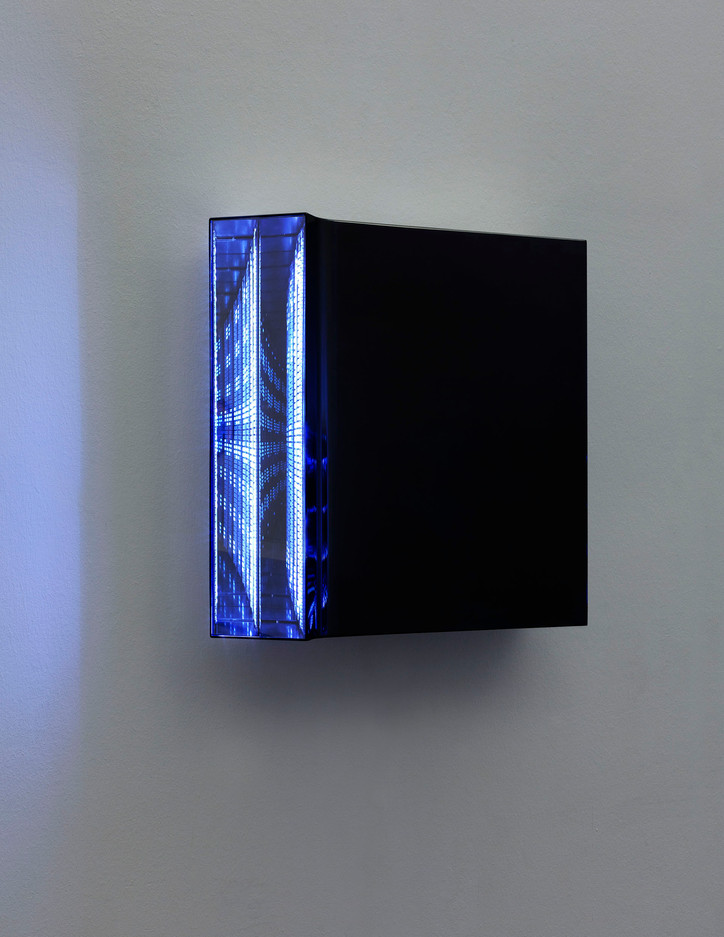 Light Code 2015/16 Spiegel, Plexiglas, Metall, LED, DMX-Fernbedienung 40 x 40 x 8 cm