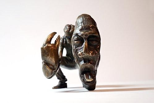 """Peer Kriesel: Bronzeskulptur """"Gefährlich nah"""""""