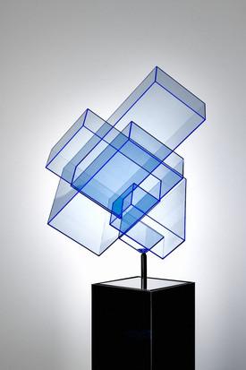 Ralph Kerstner Candy Cube (blau) 2020 Plexiglas 70 × 45 × 55 cm