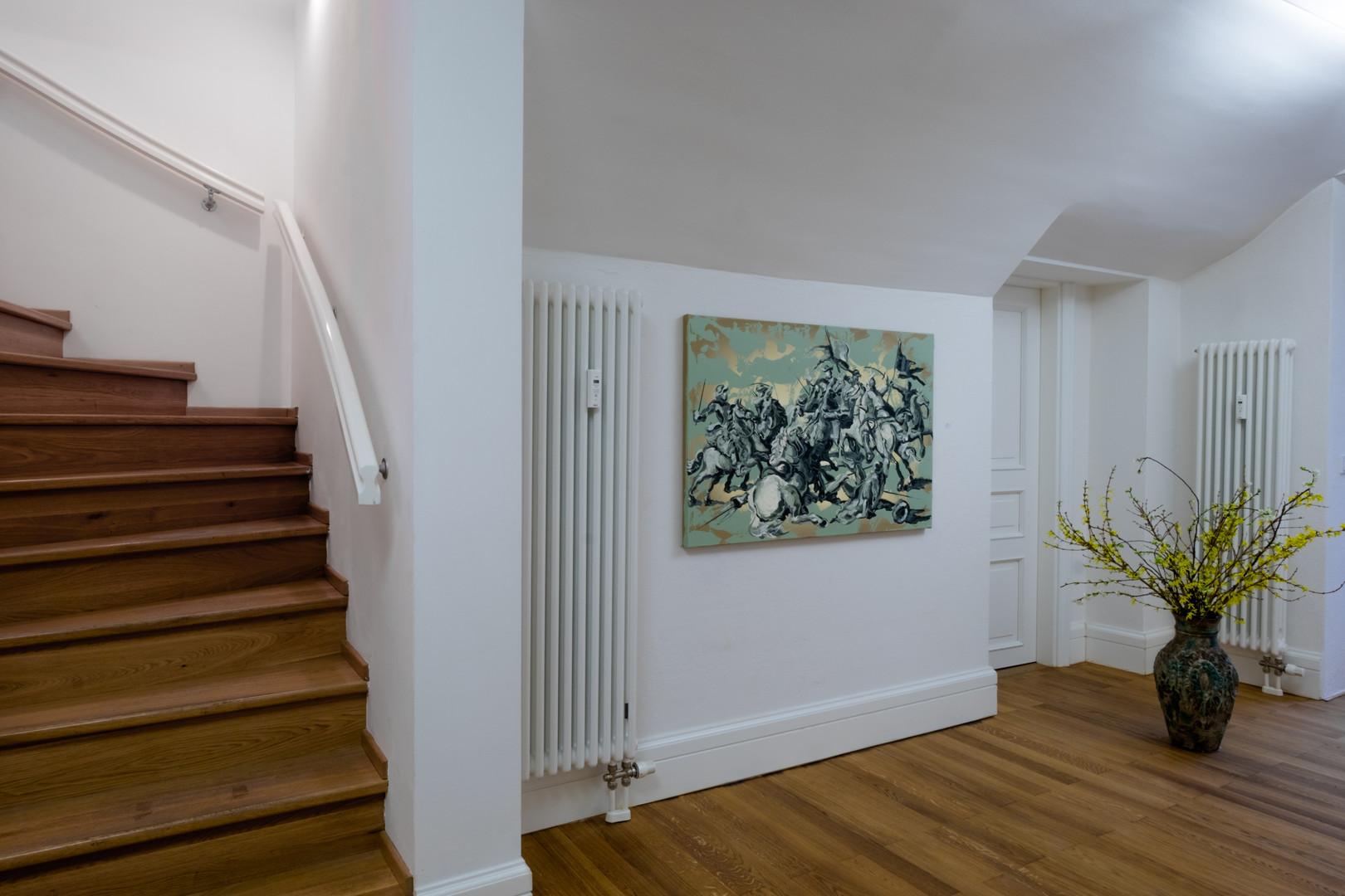 """Ausstellungsansicht """"Szenenwechsel"""": gegenständliche Malerei von Lennart Grau"""