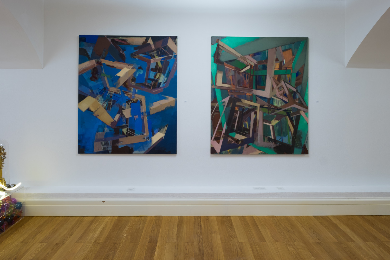 """Ausstellungsansicht """"Szenenwechsel"""": Geometrische Malerei von Christoph Kern"""