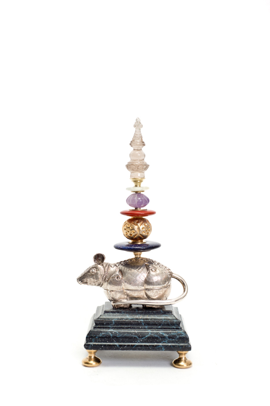 Klaus Dupont Maus  o.J. Tibetisches Silbergefäß, ziselierte Gold-, geschliffene Amethystperle, Bergkristallpagode