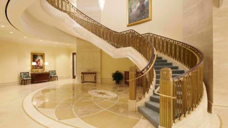 20181214_112240_MReier_Grand_Staircase_Final