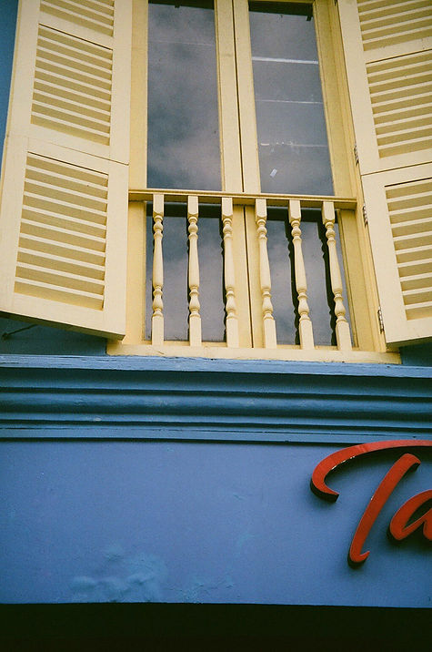 minolta panorama zoom 135, fujifilm superia x-tra 400, fujifilm, film photography, windows, blue, yellow, red, primary colors, inspo, photography