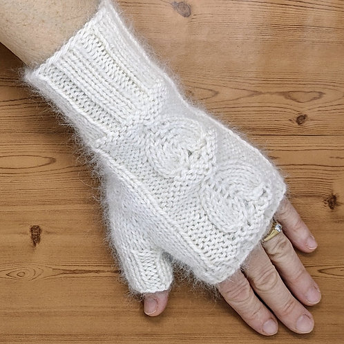 Fingerless Gloves With Blissful Yarn (S/M Adult)