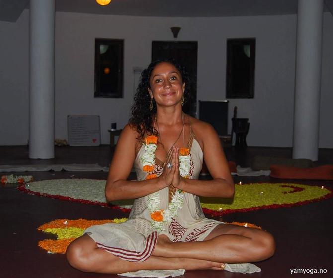 Møt Yamuna Devi – en av inspirasjonskildene bak YamYoga