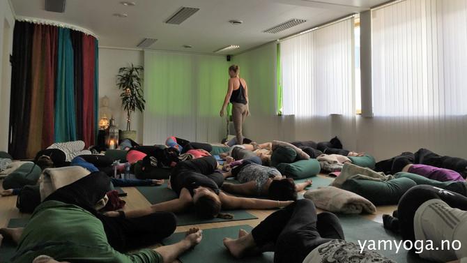YamYoga SENIOR - en egen dynamisk yogaklasse for den godt voksne!