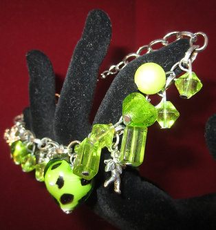 Green Glass Dangle Beaded Heart Bracelet