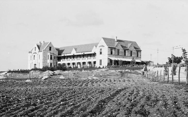 הבניין ההיסטורי בכדורי טול כרם, 1930