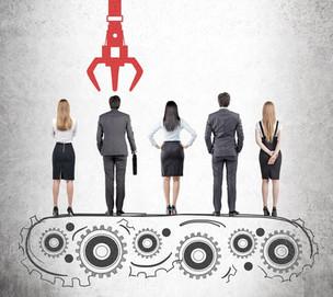 Startups Em meio milhares de currículos, empresas recorrem à tecnologia para encontrar o profissiona