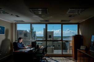 Com home office estabelecido após um ano de pandemia, empresas apostam em modelo híbrido no futuro