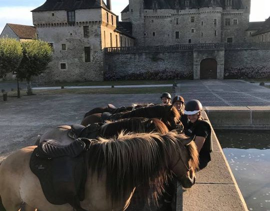 te paard naar Jumilhac