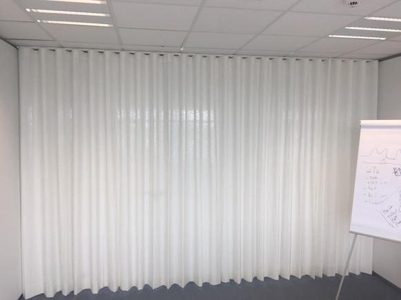 Wavegordijn kantoorruimte