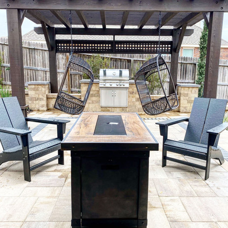 Custom-Outdoor-Living-Space.jpg
