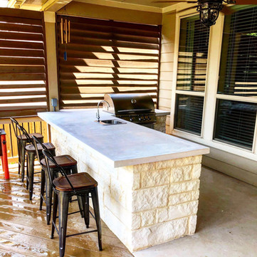 Custom-Outdoor-Kitchen-With-Concrete-Cou