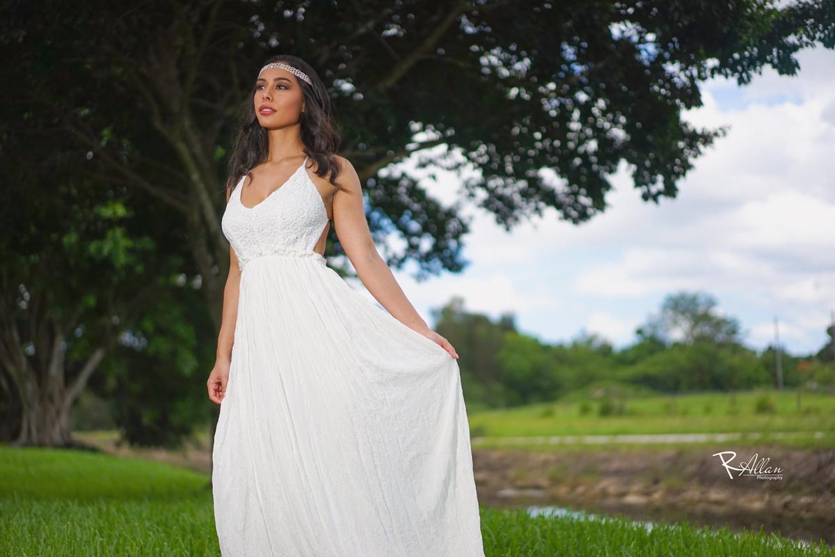 Model | Christine R.