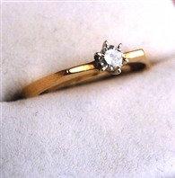Wonderful Vintage Ladies Diamond Ring ~ 14kt Yellow Gold