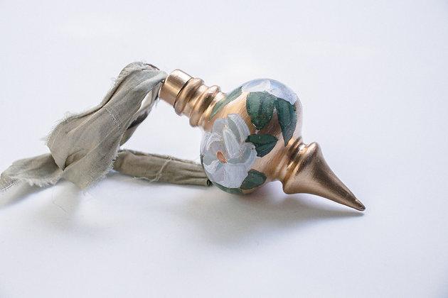 Golden Magnolia -Finial