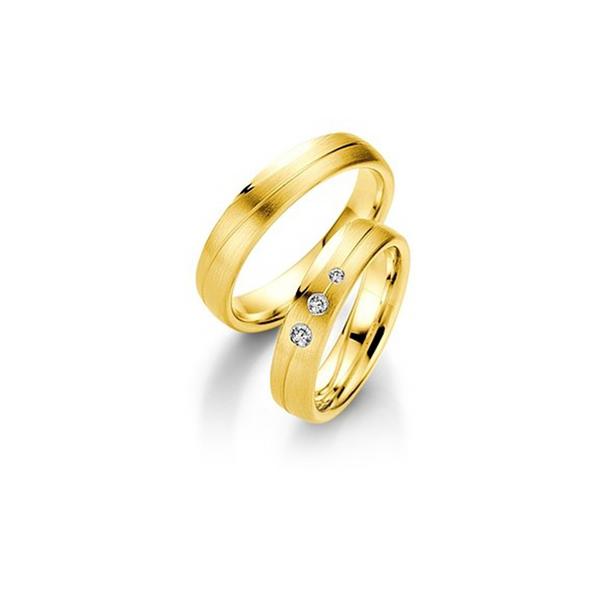 Sárgaarany matt jegygyűrűpár középen véséssel, 3db gyémánttal