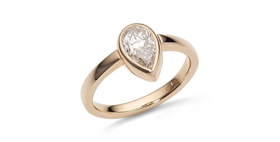 Rózsaarany gyűrű csepp alakú gyémánttal