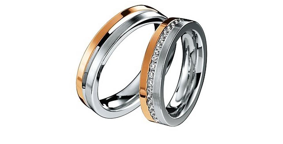Elegáns fehér- és rozéarany jegygyűrűpár középen véséssel vagy gyémántokkal