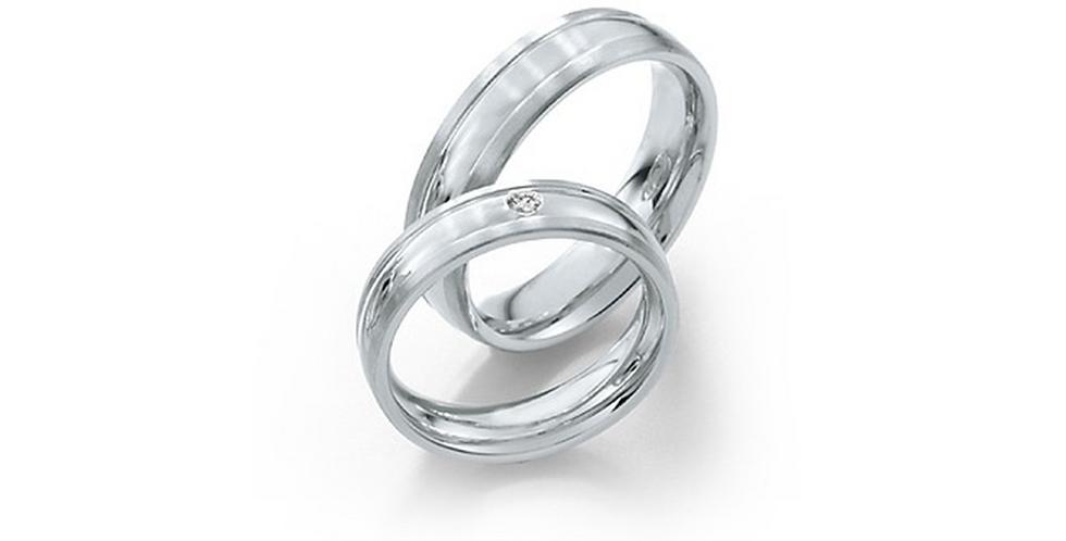 Fehérarany karikagyűrű domborított széllel és gyémánttal