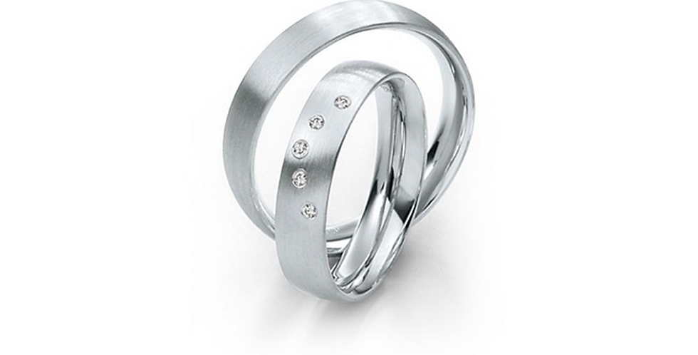Selyemfényű fehérarany karikagyűrű 5 db gyémánttal