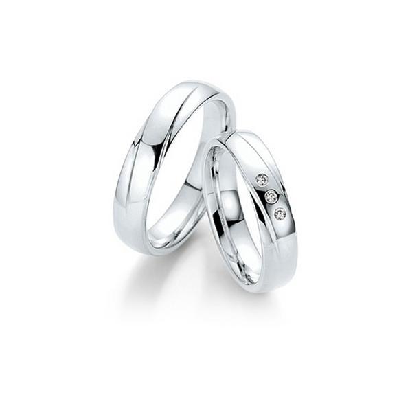 Fehérarany fényes karikagyűrű ferde véséssel, 3db gyémánttal