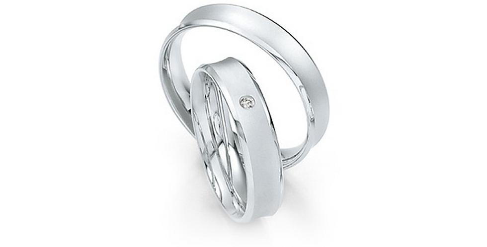 Homorú felületű matt és szélein fényes fehérarany jegygyűrű gyémánttal