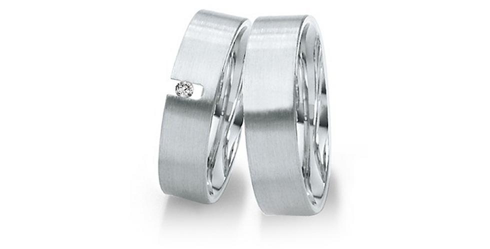 Szögletes élű matt fehérarany széles jegygyűrűpár gyémánttal