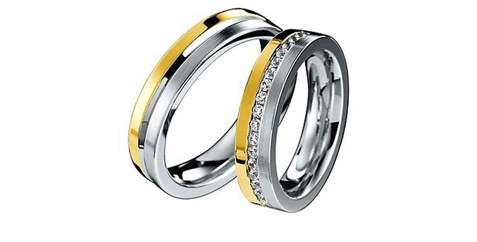 Elegáns fehér- és sárgaarany jegygyűrűpár középen véséssel vagy gyémántokkal