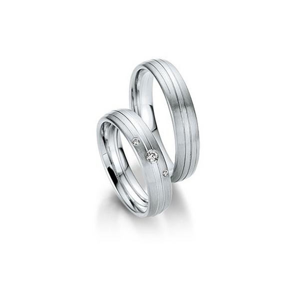 Fehérarany csíkozott hatású karikagyűrű 3db gyémánttal