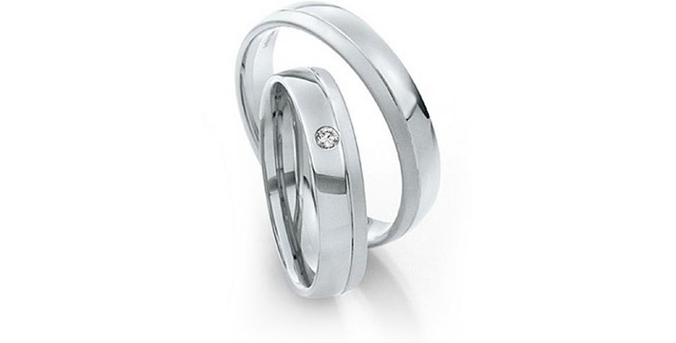 Fehérarany jegygyűrű véséssel és egy db gyémánttal