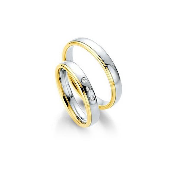 Fehérarany fényes karikagyűrű sárga arany csíkkal a szélén, 3 db gyémánttal