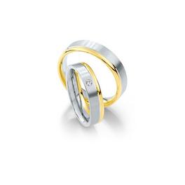 Selyemfényű fehérarany jegygyűrű egy oldalon sárgaarany szegéllyel és gyémánttal