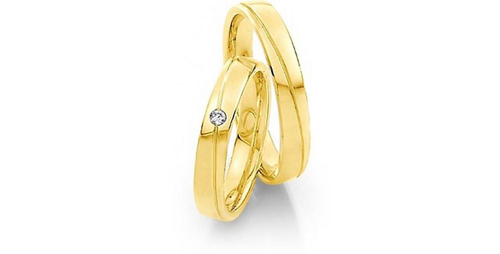 Lekerekített szélű sárgaarany jegygyűrű vésve és gyémánttal