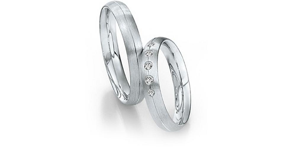 Domború felületű, középen vésett fehérarany jegygyűrű 5 gyémánttal
