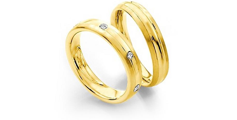 Lekerekített szélű sárgaarany jegygyűrű két véséssel és 3 gyémánttal