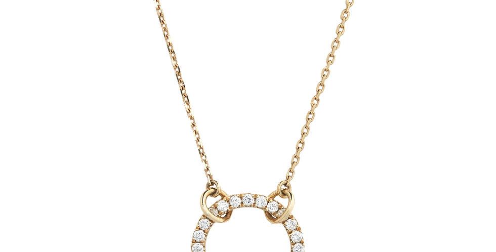 Rózsaarany lánc, gyémántokkal ékesített karikával díszítve.