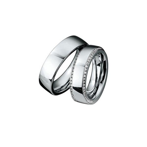 Fehérarany jegygyűrű két sorban gyémántokkal a női modellen