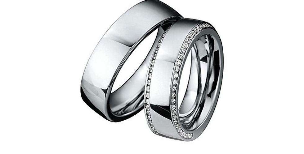 Fehérarany jegygyűrű kér sorban gyémántokkal a női modellnél