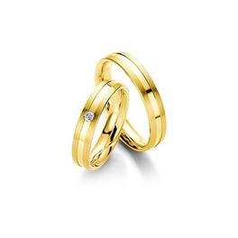 Sárgaarany matt és fényes karikagyűrű középen süllyesztett csíkkal, gyémánttal