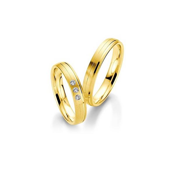Sárgaarany fényes karikagyűrű csíkozott véséssel